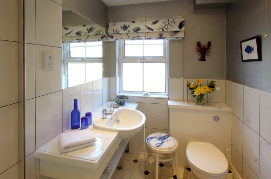 Bathroom, Oystercatcher Cottage, Outchester & Ross Farm Cottages, Northumberland
